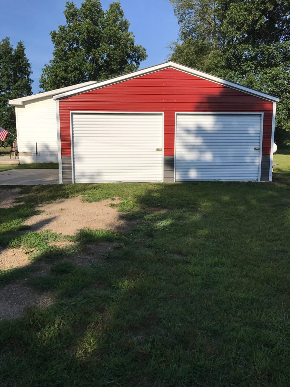 2-tone garage in Belding